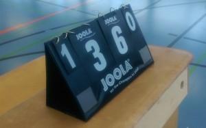 Das Bild zeigt eine Punktetafel von Joola beim Volleyball