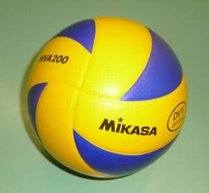 Das Bild zeigt den blau-gelben Mikasa MVA 200 Volleyball.