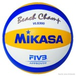 Das Bild zeigt das offizielle Produktbild des Mikasa Beachvolleyball VLS 300. Der Ball hat blau, gelb und weiße Panels. Er wird auch als Beach Champ bezeichnet