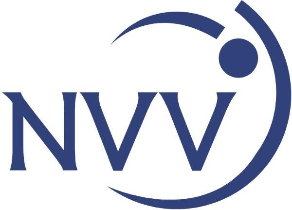 Das Bild zeigt das Logo des niedersächsischen Volleyball Verbandes. Es enthält den Schriftzug NVV in blau.