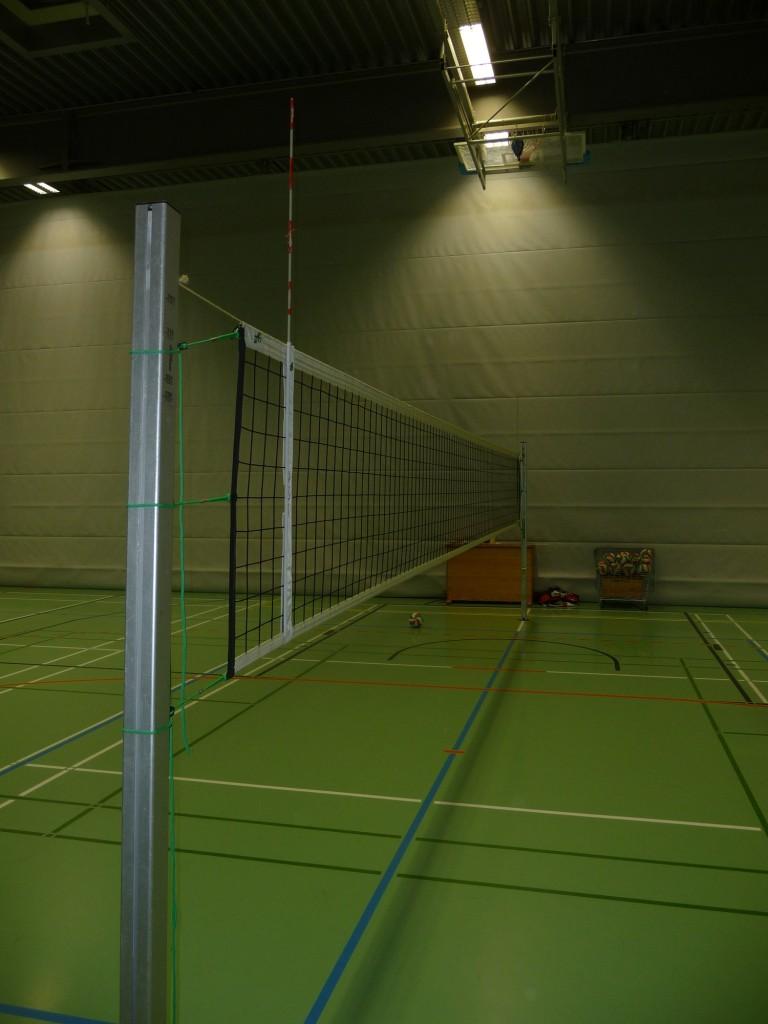Das Bild zeigt eine fertig aufgebaute Netzanlage mit Netz und Klettantennen von der Firma Huck.