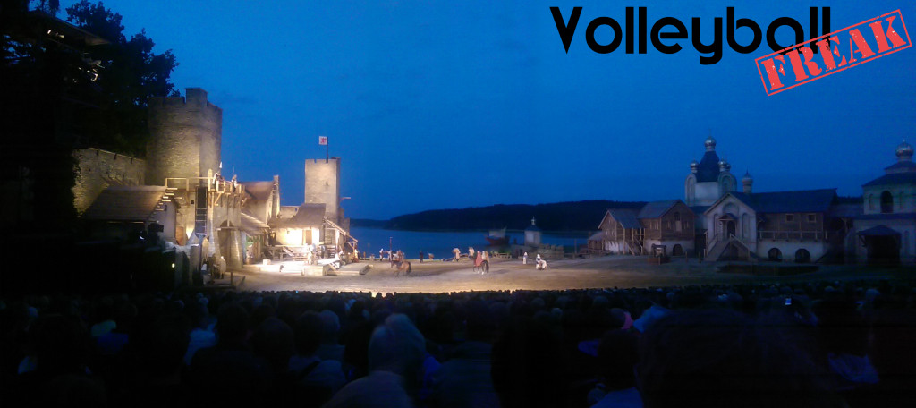 Das Bild zeigt die Kulisse 2015 des Open-Air-Theaters der Störtebeker Festspiele in Ralswiek auf Rügen