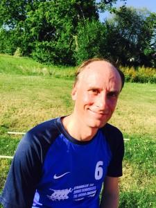 Das Bild zeigt Timo Heinrich. Er ist der Kopf hinter www.volleyballer.de