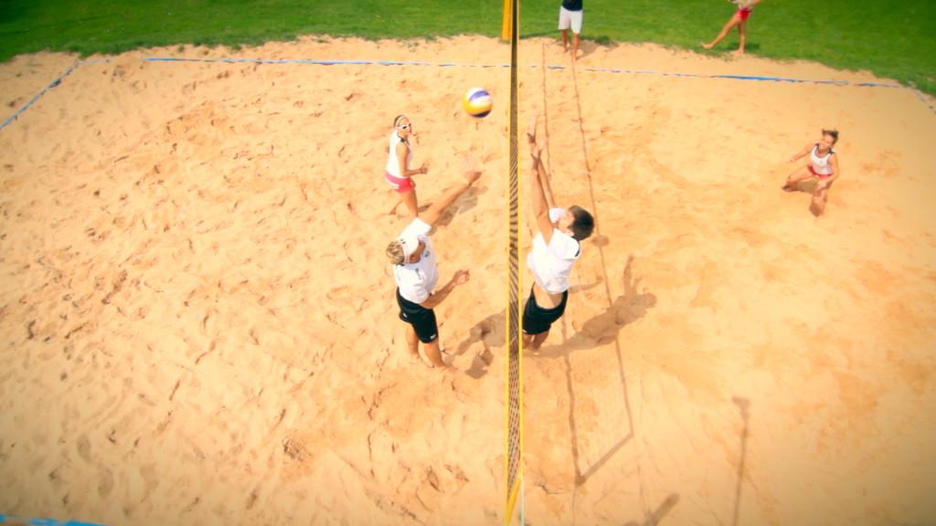 Das Bild zeigt Spielszene aus der Beachvolleyball-Training-DVD von Max Hauser