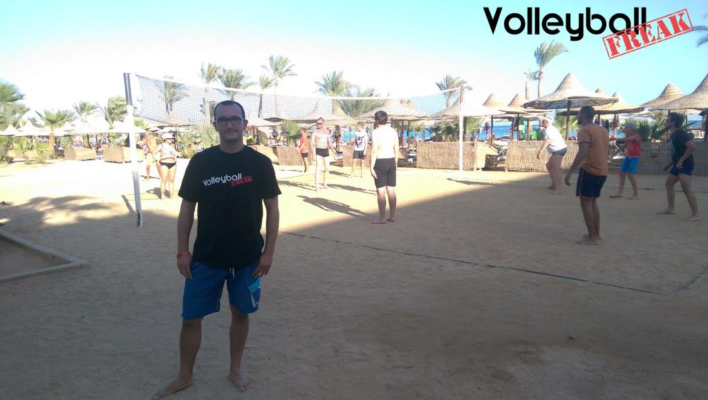 Das Bild zeigt den Volleyballfreak beim Affentennis in Ägypten
