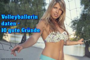 Das Bild zeigt eine Volleyballerin am Beachvolleyballfeld.