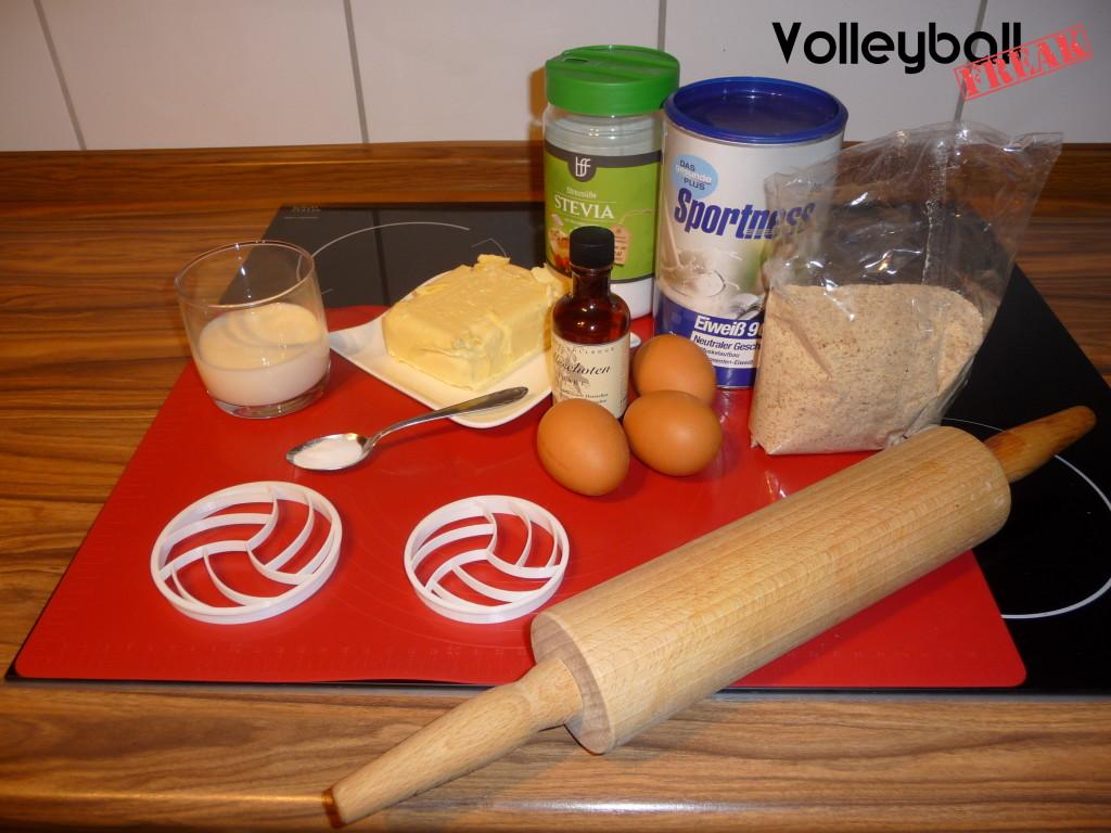 Das Bild zeigt die Zutaten und Utensilien für die Volleyballkekse
