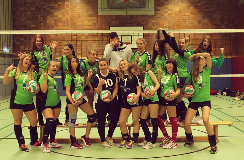 Lustig und verrücktes Mannschaftsfoto der 3. Damenmannschaft vom TVA Fischenich
