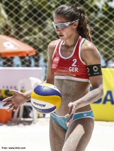 Das Foto zeigt Beachvolleyballerin / Abwehrspielerin Chantal Laboureur auf der FIVB World Tour