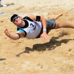 Das Beachvolleyballfoto zeigt einen Beacher bei der Abwehr auf der FIVB World Tour Open Luzern 2015!