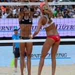Das Beachvolleyballfoto zeigt 2 Beacherinnen bei der Aktion am Netz auf der FIVB World Tour Open Luzern 2015!
