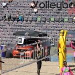 Angriff von Eduarda beim FIVB Beachvolleyball Major Hamburg 2016