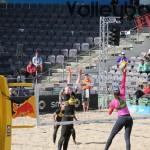 Angriff von Elize Maia beim FIVB Beachvolleyball Major Hamburg 2016