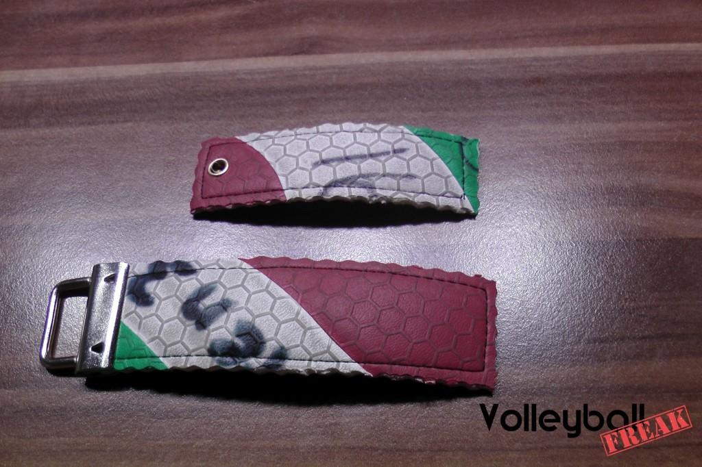 Das Bild zeigt 2 unterschiedliche Versionen des Volleyball Schlüsselanhängers