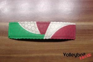 Das Bild zeigt den fast fertigen Do It yourself - Volleyball Schlüsselanhänger.