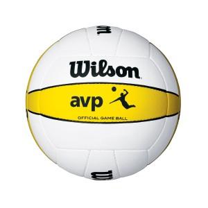 Das Foto zeigt den Wilson AVP Game Ball. Er ist weiss mit einem gelben Streifen. Der Wilson Beachvolleyball ist offizieller Ball der AVP-Tour.