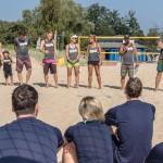 Das Foto zeigt die offizielle Begrüßung durch die Beachtrainer im INCHEZplus Beachvolleyballcamp ( Foto: Gerold Rebsch beachpics.de)