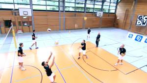Das Foto zeigt die Dankeball / Abwehrball Szene aus der Volleyballtrainings DVD von Max Hauser