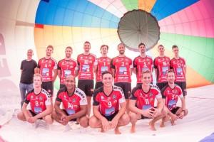 Die Volleyballer vom VC Eltmann mit dem Teamfotoshooting im Heißluftballon