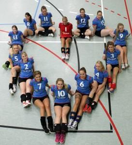 Das Bild zeigt das kreative Teamfoto der Damenmannschaft TSG Elgershausen in Herzform.