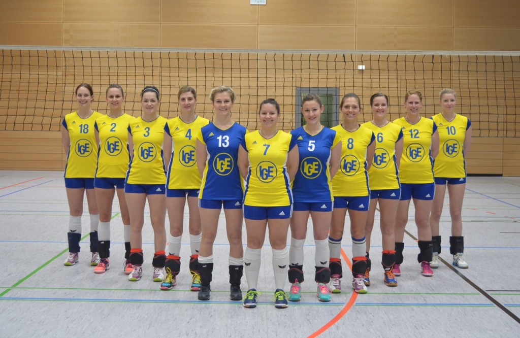 Das ist das kreative Teamfoto der Damenmannschaft des SV Schwaig in V-Aufstellung