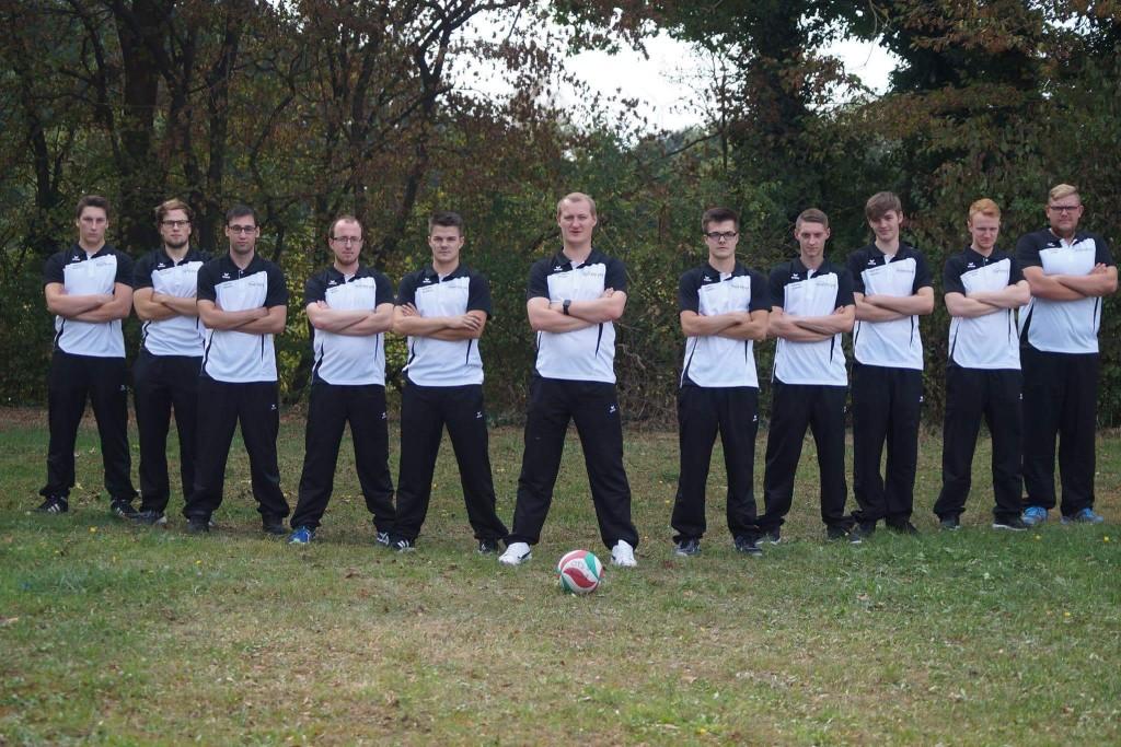 Das ist das Teamfoto der 1. Herren vom OTSV Preußisch Oldendorfer e.V. in V-Formation