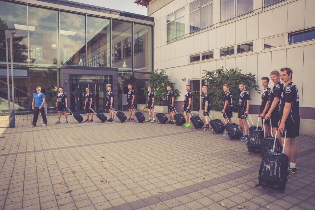Teamfoto: Die Volleyballmannschaft des Grün Weiß Vallstedt auf Reisen.