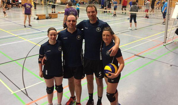 Das Foto zeigt ein mögliches Team der Volleyball Mixed Bundesliga.