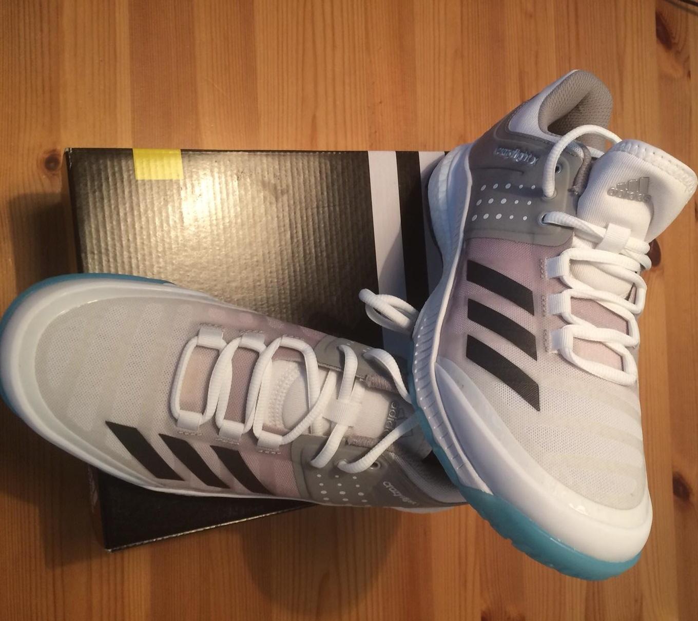 best sneakers a9e67 08acd Die Volleyballschuhe Adidas Crazyflight X w direkt nach dem Auspacken.