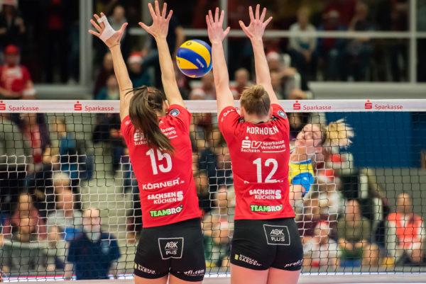 Das Foto zeigt einen Doppelblock der Dresdner SC Damen.