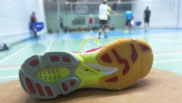 Das Foto zeigt die Sohle des Die Sohle des Volleyballschuh Mizuno Wave Lightning Z4.