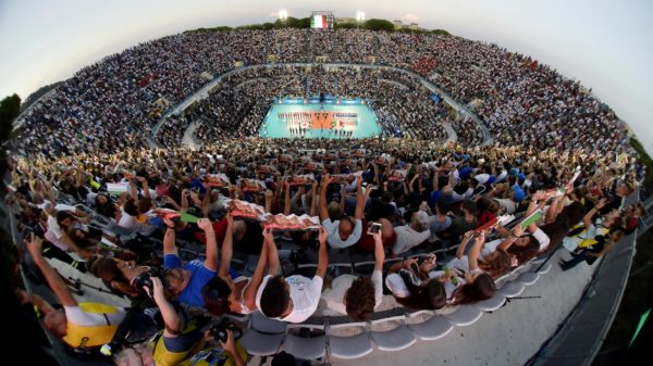 Das Foto zeigt ein volles Volleyballstadion bei der Volleyball-Weltmeisterschaft 2018