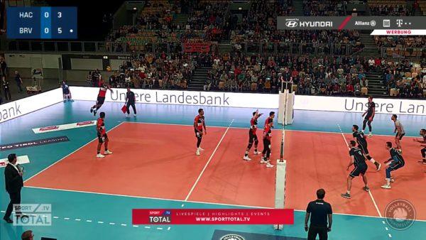 Es ist ein Screenshot von der Übertragung eines Volleyball-Bundesliga Spiel zwischen Hachingen und Düren via sporttotal.tv zusehen.