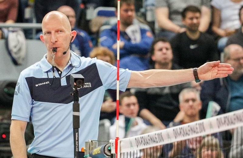 Schiedsrichter-Pfeife für Volleyball