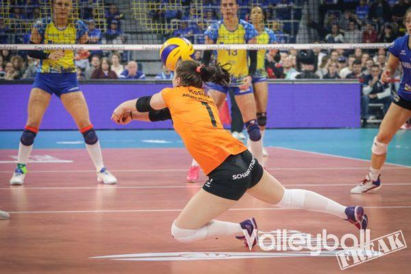 DVV-Pokalfinale 2019: Stuttgarts Libera Roosa Koskelo wehrt den Ball ab.