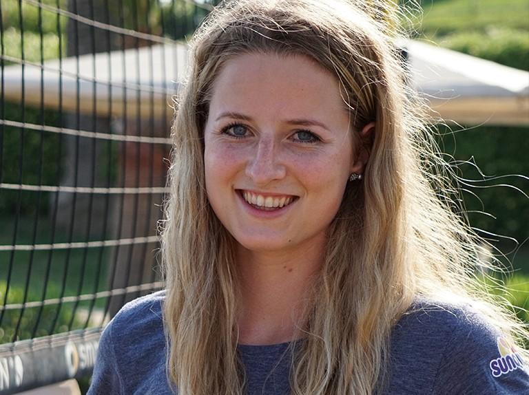 VolleyballFREAK Interview mit der Deutschen Snow Volleyball Meisterin Sarah Overländer