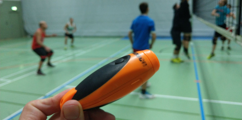 VolleyballFREAK Gadget Test: Elektrische Pfeife im Volleyballtraining